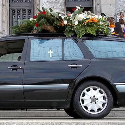 Coche fúnebre, traslado funerario